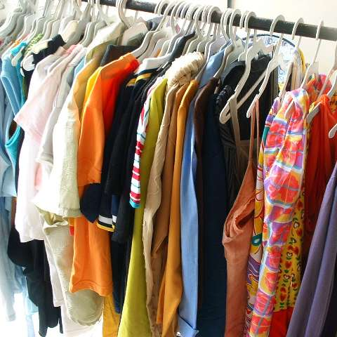 Aceito doação de roupa usada e móveis eletrodomésticos usados whatsapp 21 999358395