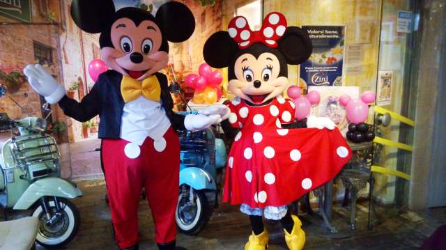Mickey e Minnie Cosplay personagens vivos cover festa infantil turma